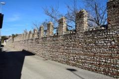 Muro-di-recinzione-a-Cerneglons